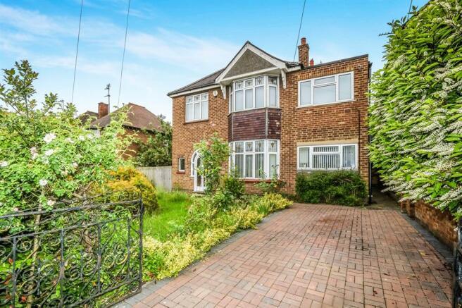 4 Bedroom Detached House For Sale In Wellingborough Road Rushden Nn10