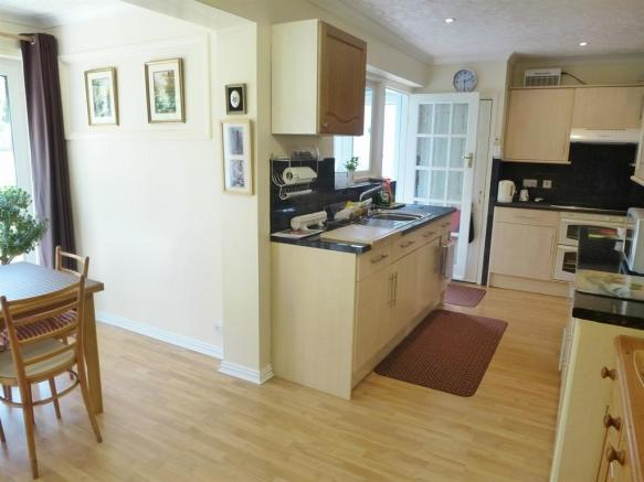 * Kitchen / Dining Room