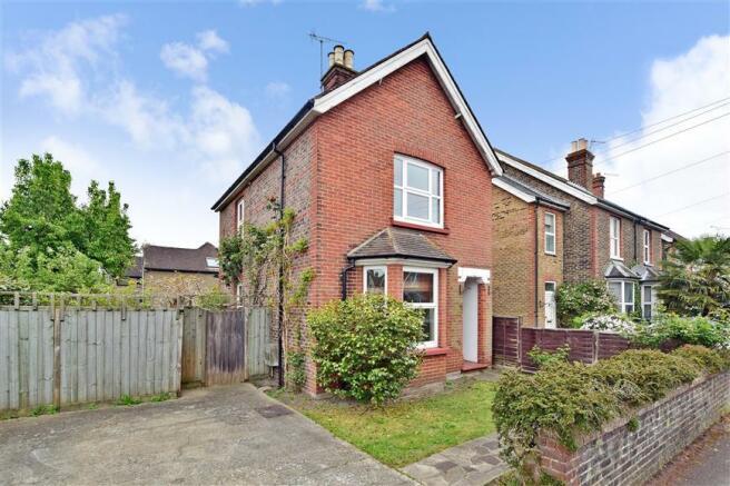 3 Bedroom Detached House For Sale In Lumley Road Horley Surrey Rh6