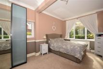 2 bedroom Ground Flat for sale in Foxley Lane, Purley...