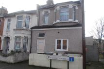 2 bed Ground Flat in Barrington Road...