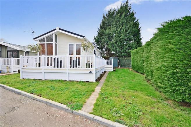 2 Bedroom Park Home For Sale In Blue Dolphin Reculver Herne