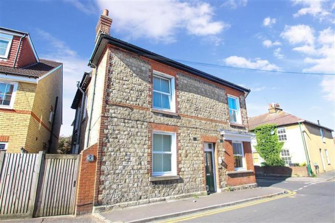 2 Bedroom Terraced House For Sale In Cross Street Maidstone Kent ME14