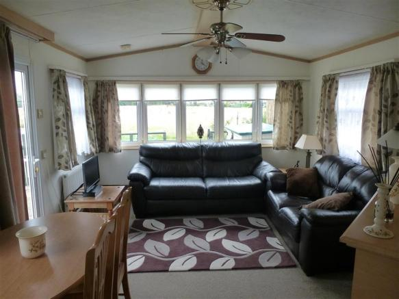 2 Bedroom Mobile Home For Sale In Hampstead Lane Yalding