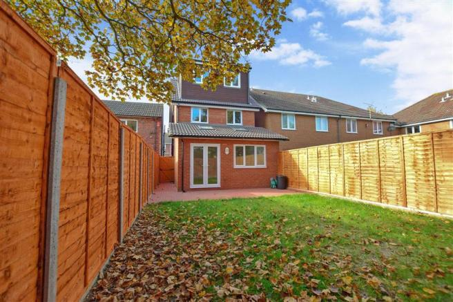 4 bedroom detached house for sale in wilson avenue rochester kent me1