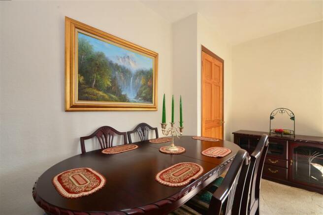 Lounge/ Dining Area