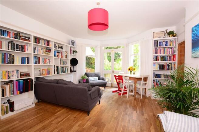 Lounge / Bedroom 1