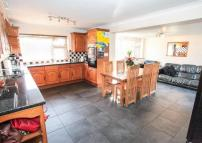4 bed Detached property for sale in Folly Lane, Caddington...