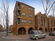 Town House to rent in Brunswick Quay, London...