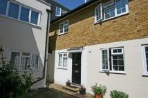 Mews to rent in Kingswood