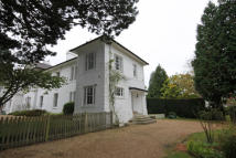 4 bed End of Terrace property to rent in Chipstead