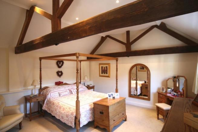 Master Bedroom (Thre