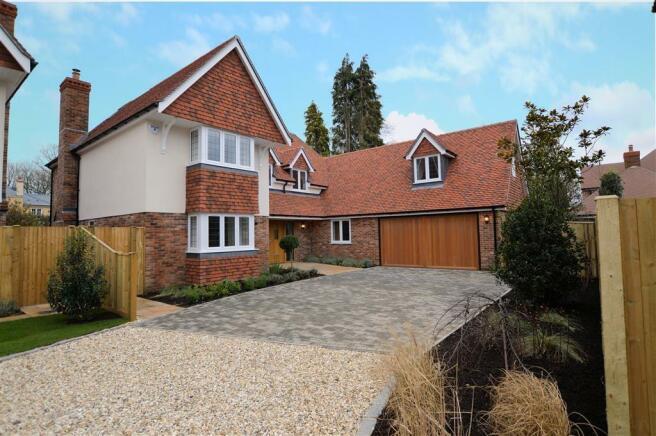 5 bedroom detached house for sale in monks lane newbury rg14 rg14