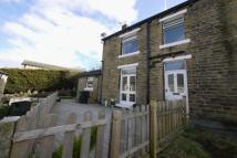 2 bedroom semi detached house to rent in New Row, Holywell Green...