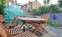 Flat to rent in Oaklands Road, Hanwell...