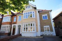 2 bedroom Flat in Courtfield Gardens...