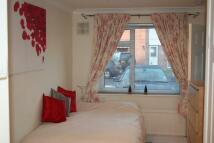 Flat to rent in Reynards Close, Winnersh...