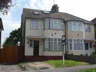 semi detached property to rent in Park Avenue, Potters Bar...