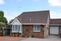 2 bedroom Detached Bungalow in The Drive, Potters Bar...