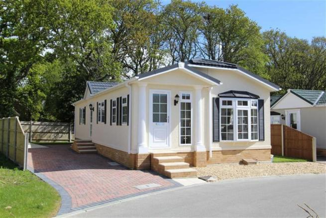 2 bedroom bungalow for sale in hordle hampshire so41