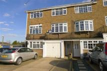 Town House to rent in Wheatcroft Grove...