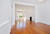 4 bed property in Ebbsfleet Road...