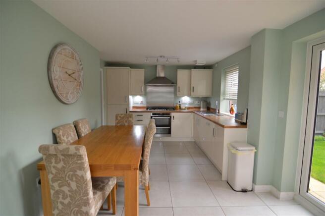 kitchen/breakfast/dining area