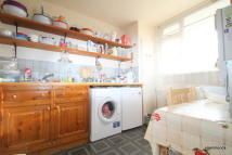 3 bed Flat in Harpley Square...