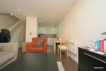 Mews to rent in Michael Close, Mile End