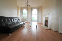 Flat to rent in High Road, Woodford