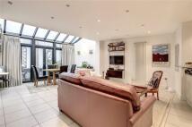 2 bedroom property in Endell Street...