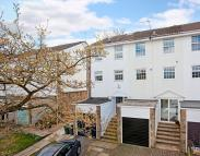 3 bedroom Town House in Ashburn Place, Ilkley