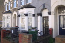 3 bedroom Flat in Lea Bridge Road, London...