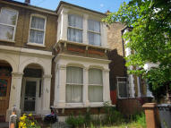 2 bed Flat in QUEENS ROAD, London, E11