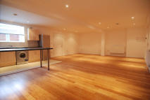 Studio apartment in LEA BRIDGE ROAD, London...