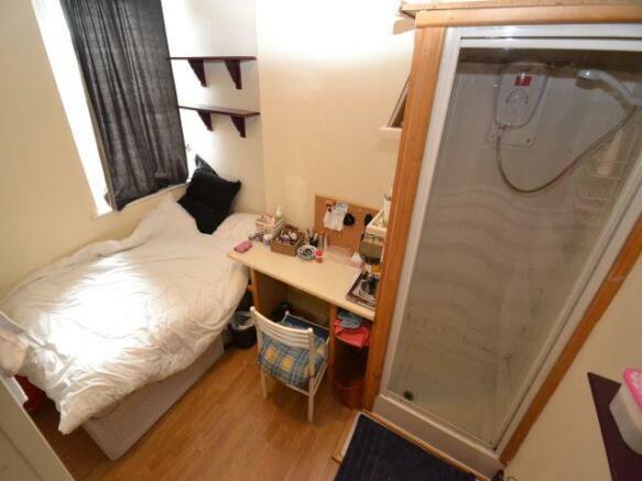 1st middle bedroom