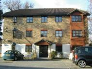 Flat to rent in Rushmon Gardens...