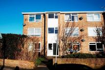 1 bedroom Flat to rent in Molesey Avenue...