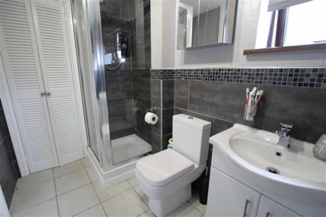 BATHROOM/SHOWER/WC