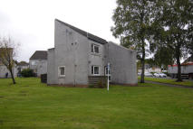 Ground Flat to rent in Lennox Avenue, Milngavie...