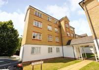 Ground Flat to rent in Clarence Close, Barnet...