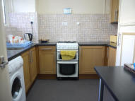 4 bed Flat to rent in Stepney Way, Whitechapel...