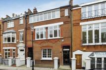 3 bed property in Yeomans Row...