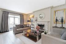 Flat to rent in Eaton Place...