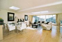 3 bed house in Queen's Gate Place...