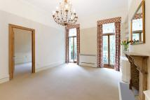 1 bedroom property in Earls Court Square...