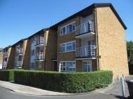 Flat to rent in The Walks, East Finchley...