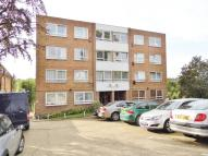 Holden Road Flat to rent