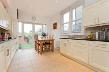 3 bed house in Squires Lane, Finchley...