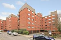 4 bedroom Flat in Spencer Close, Finchley...